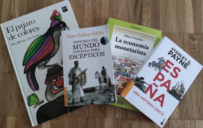 Spanisches Kinderbuch, zwei spanische Geschichtsbücher und ein spanisches Wirtschaftsbuch